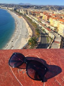 visiter une ville via les points d'observations - vue sur le château de Nice