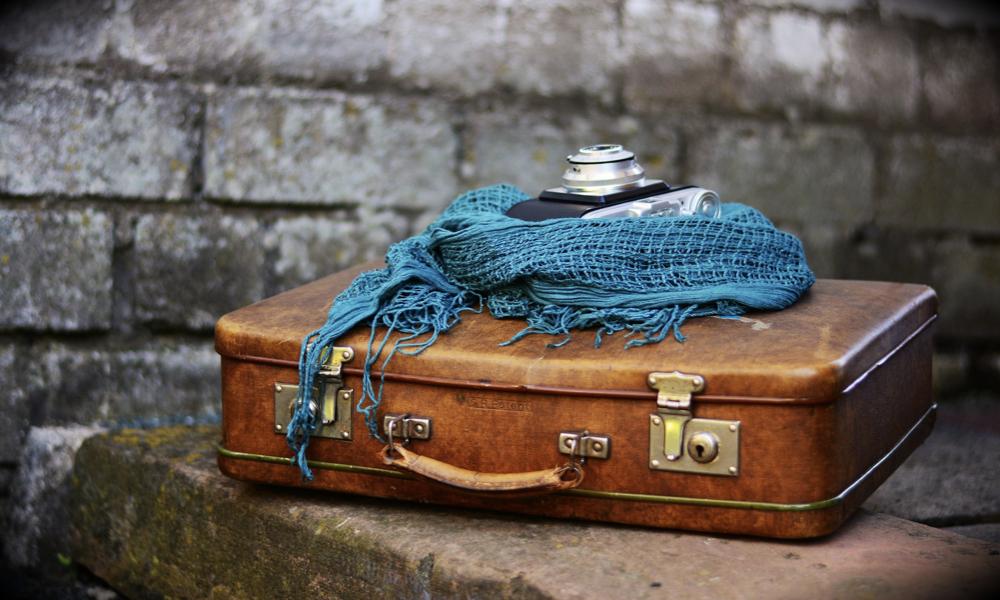 Vovager léger - châle pour femme, valise et appareil photo